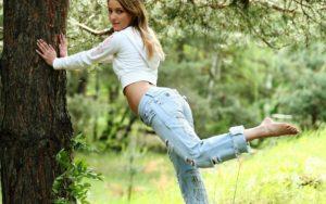 Женская одежда для пикника - джинсы, их можно носить с чем угодно