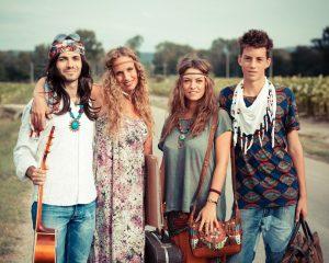 Хиппи - первые , кто в 20 веке стал использовать детали этнического стиля в одежде