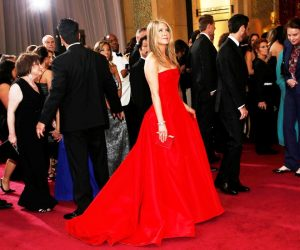 В выборе вечерних платьев звезда предпочитает яркие цвета