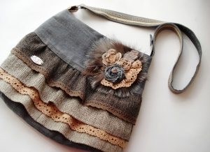 Брошь в бохо стиле может украсить сумочку