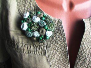 Брошь в стиле бохо станет неповторимым аксессуаром к любой одежде