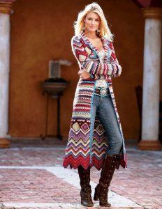 Кардиган бохо в сочетании с джинсами нужно подбирать ярких расцветок