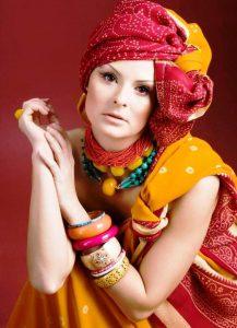Умело подобранные аксессуары, одежда и макияж создадут колоритный африканский образ