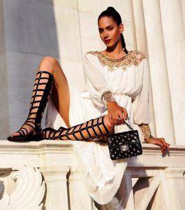 Обувь в греческом стиле - это модели  на плоской подошве, со множеством переплетающихся ремешков, оканчивающихся на щиколотке или под коленом