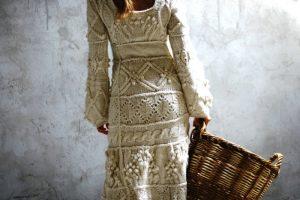 Вязаное платье в стиле бохо подразумевает интересные фактуры, принты
