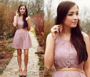 Женственный стиль в одежде хорошо гармонирует с аксессуарами и украшениями