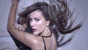 В клипах макияж Ани Лорак зависит от стиля и тематики песни