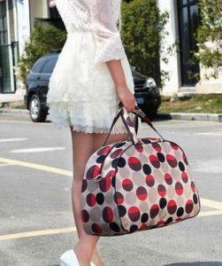 Практичность сумок спортивного стиля заключается в том, что их легко стирать, и они не так привередливы к погодным условиям