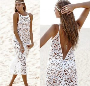 Лето – это идеальная пора для кружевных белых платьев с откровенными фасонами