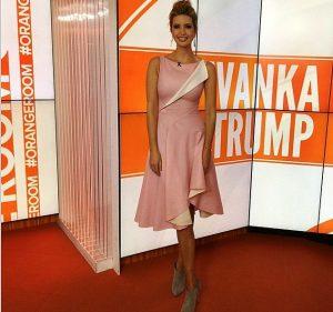 Белая и розовая одежда с аксессуарами, будто специально создана природой для Иванки Трамп