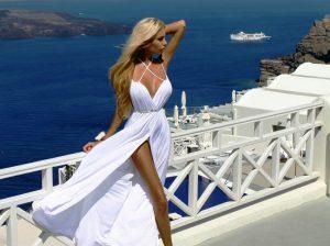 Поскольку в Греции климат мягкий, то и платья рассчитаны на теплое время года