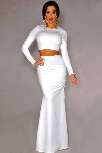 Белая длинная обтягивающая юбка больше подходит  девушкам с идеальной фигурой