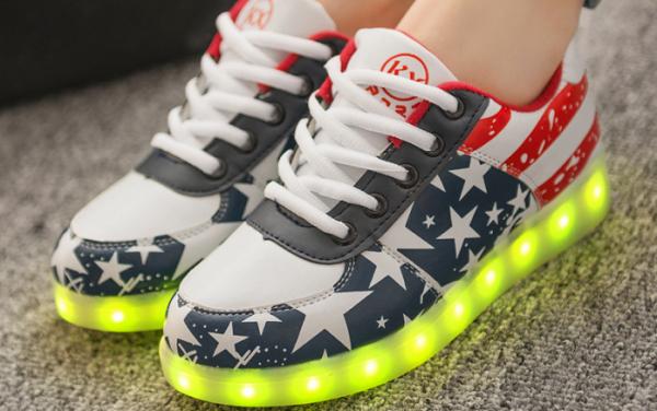 кроссовки которые светятся