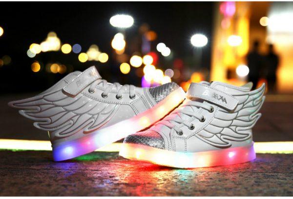 светящиеся кроссовки с крыльями