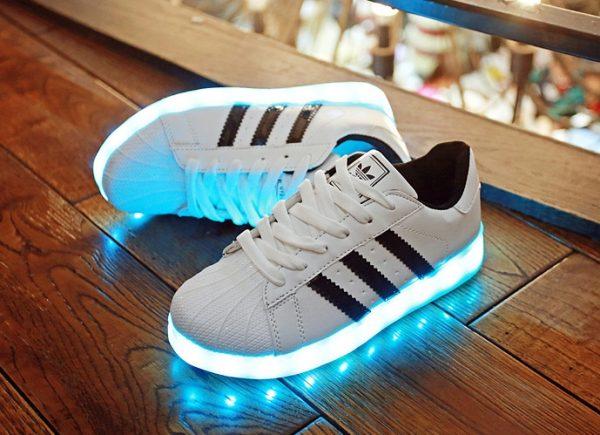светящиеся кроссовки адидас