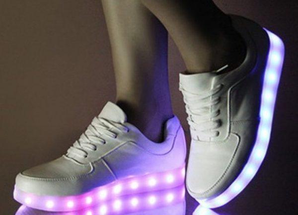 женские светящиеся кроссовки
