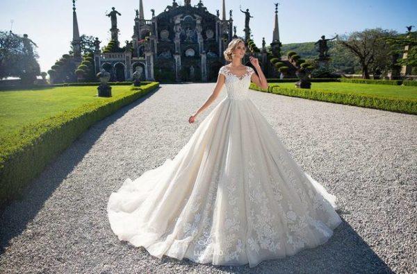 Особенно важным аспектом в подготовке к свадьбе является свадебное платье
