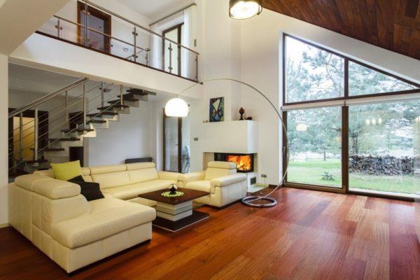 Интерьер выглядит индивидуально, светло, просторно и радует глаз хозяев и гостей