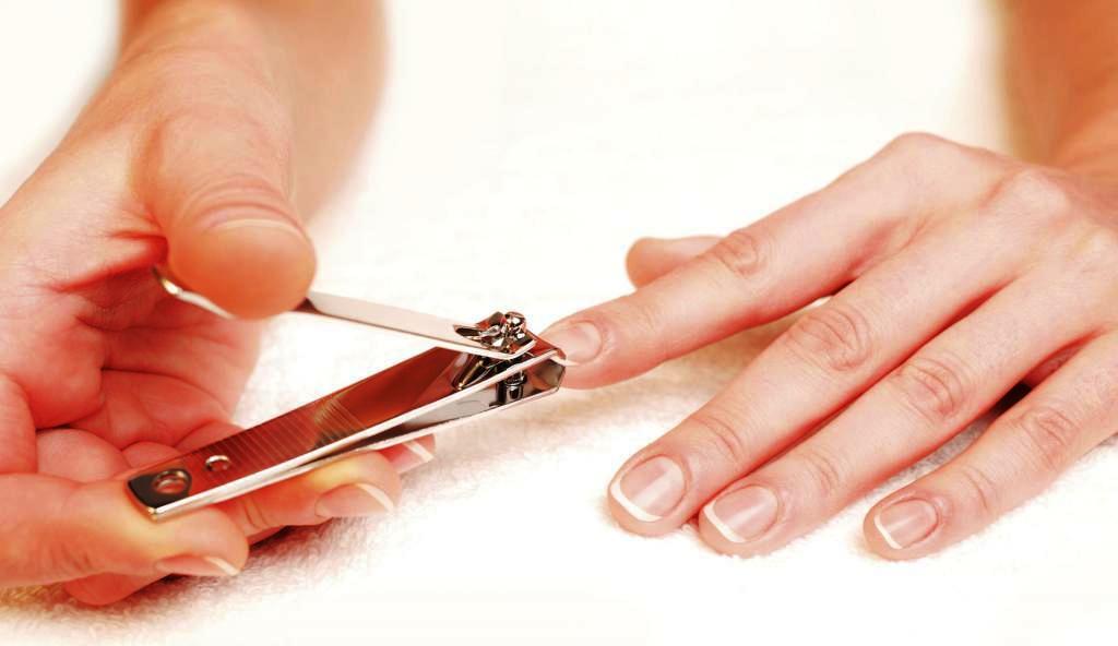 Обгрызенные или неаккуратно подстриженные ногти предвещают ситуацию, перед которой вы окажетесь бессильны в её разрешении.