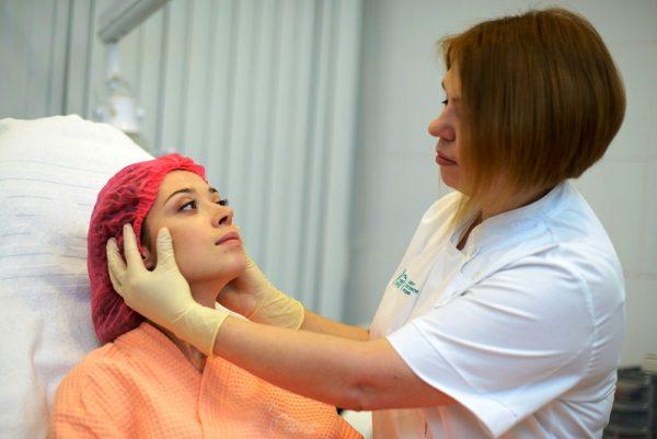 Выбрать лучший вид пилинга поможет косметолог, так как кожа каждого человека индивидуальна!
