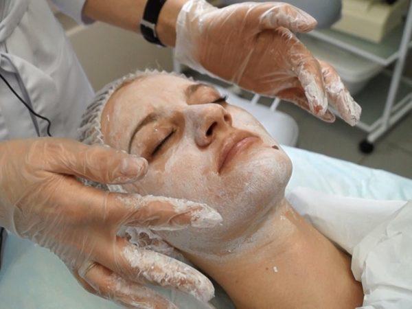 Данная процедура является замечательной альтернативой пластической хирургии на начальных этапах старения кожи