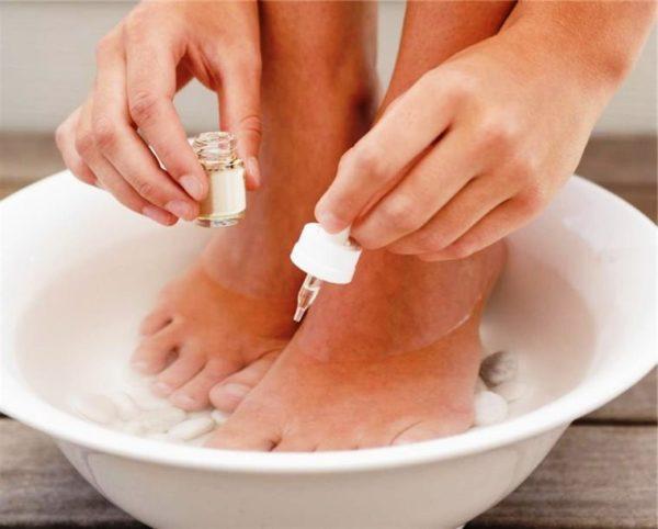 Маслянно-солевые ванночки одно из средств лечения мокрых мозолей