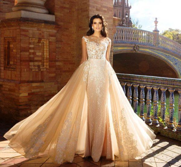 Нюдовые оттенки свадебного платья по прежнему в тренде