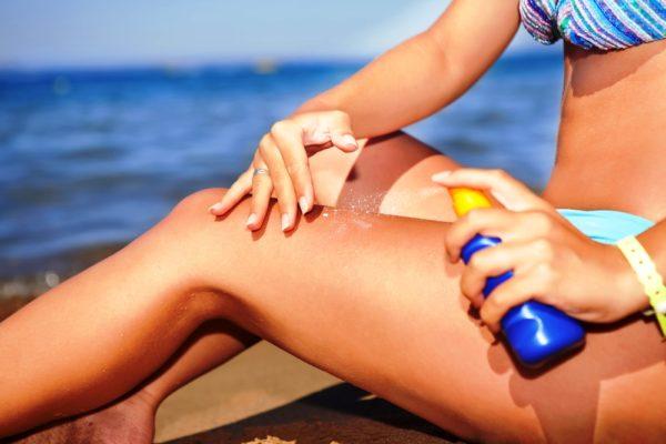Если вы оправляетесь на пляж, чтобы достичь загара, то не пренебрегайте всякого рода защитными средствами от излишнего излучения солнца