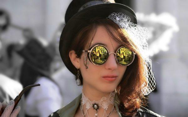 Правильно выбранная оправа делает такие очки подходящими под совершенно разные образы