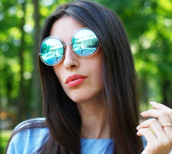 Круглые очки  больше подходят тем у кого прямоугольное или квадратное лицо