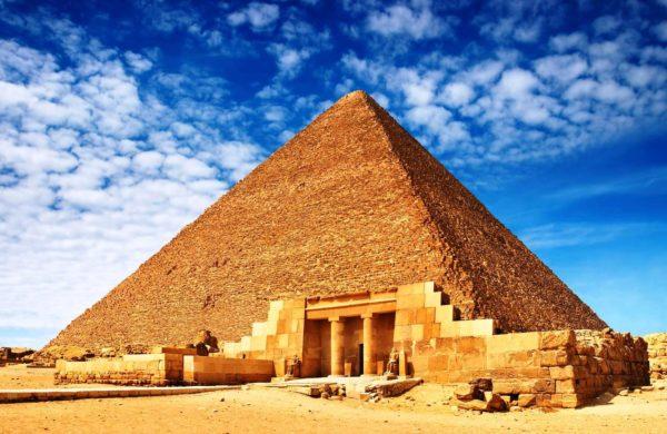 Пирамида Хеопса - самая известная и самая большая пирамида Египта