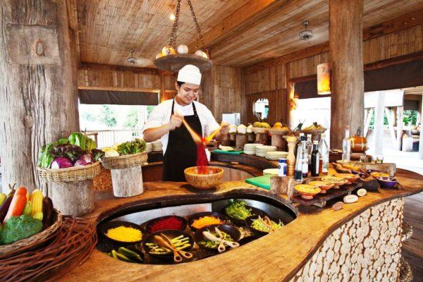 В тайской кухне используются все виды рыбы и мяса, фрукты и овощи