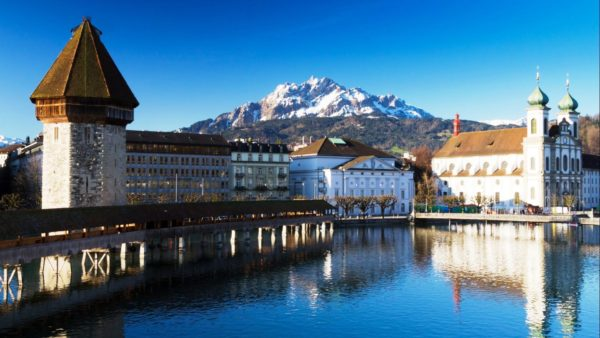 В настоящий момент Швейцария славится своими великими горами, глубокими чистыми озерами, альпийскими лугами, сырами разных сортов, очень вкусным шоколадом, банками, которые отличаются своей надежностью и чистоплотными жителями Швейцарии