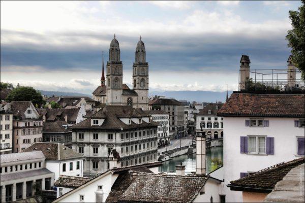 Цюрих - это современный и одновременно средневековый город