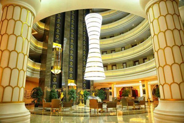 """В гостиницах """" Де Люкс"""" отдыхают только очень состоятельные люди"""