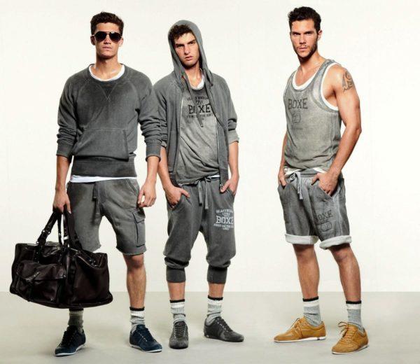 Спортивные мужские шорты придадут твоему образу мягкой небрежности и одновременно подчеркнут твою прекрасную форму – или скроют недостатки внешности при необходимости