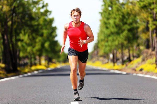 Шорты для бега шьются из легких дышащих материалов