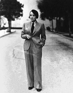 Марлен Дитрих доказала на себе, что даже в брючном костюме женщина способна быть сексуальной и манящей