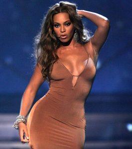 Платья оттенка nude — излюбленный вариант у Бейонсе
