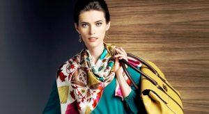 Шелковый платок на шее - классический французский шик
