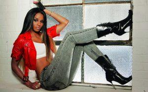 В современном хип-хоп стиле рэперы предпочитают зачастую узкие джинсы