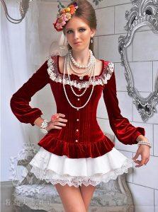 Блузка в викторианском стиле подчеркивает стройность силуэта