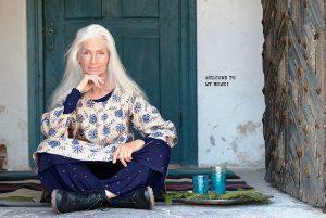 Свободный стиль бохо для женщин старше 50 лет доступен в любое свободное от работы время