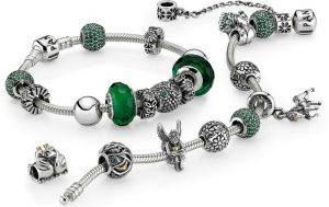 Все важные элементы в браслетах в стиле pandora имеют единое стилевое оформление и прекрасно вписываются в общую композицию
