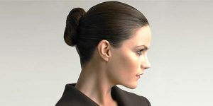 В формальном деловом стиле волосы должны быть собраны в пучок
