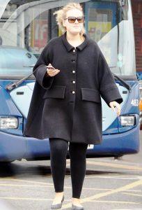 Адель считает, что простой стиль одежды делает ее ближе к публике