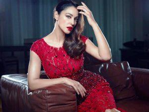 Платье - всегда женственное, облегающее, подчеркивающее формы