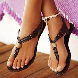 Обувь в египетском стиле уместна только на плоской подошве без каблуков