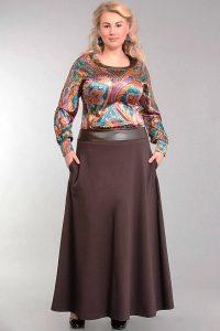Расклешенные длинные юбки в виде трапеции считаются самыми универсальными