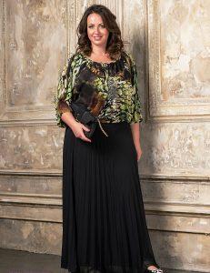 Плиссированная длинная юбка легко сочетается с любой одеждой